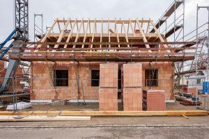 Festpreishaus-Blog: Fertighaus oder Massivhaus - traditionelle Bauweise mit hoher Wertstabilität